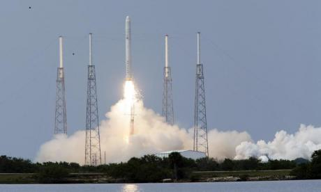 Explosion shakes Nasa's SpaceX site after tests on a Falcon 9 rocket