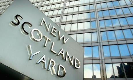 Scotland Yard arrest man in Kensington on suspicion of terror offence