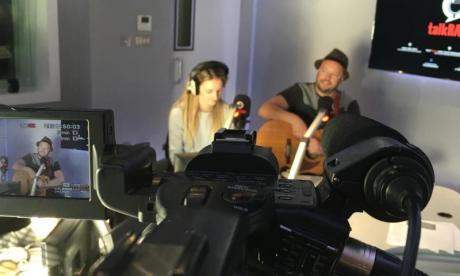 Busker Sessions: Belle & the Busker perform live on the Jon Holmes show