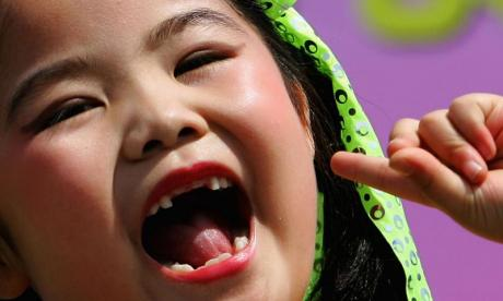 X-rays, horses and hidden sugars - Checking teeth to discover the ages of children