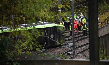 Five people killed in south London tram crash