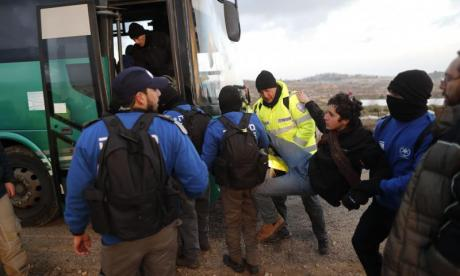 Several injured as Israeli police evict residents from the Amona settlement