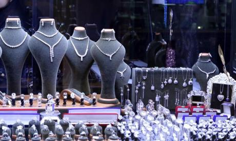 Thief found by police after he gets stuck in jewellery shop window