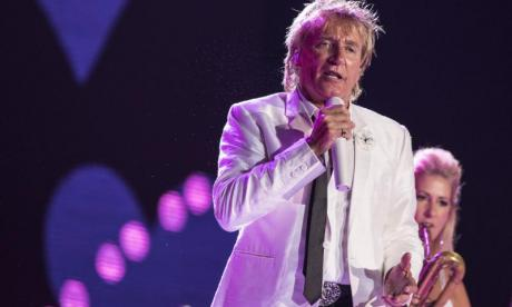 Twitter outraged at Sir Rod Stewart over 'Isis-style beheading' video