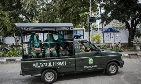 Human Rights Watch calls for Indonesian authorities to release detained gay men