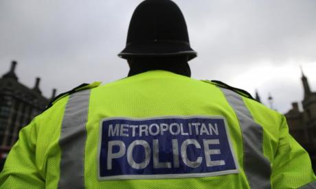 Man carrying three machetes on London bus arrested by armed police
