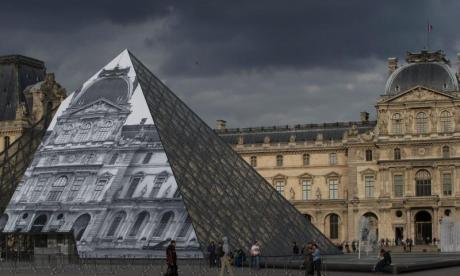 The Louvre in Paris evacuated