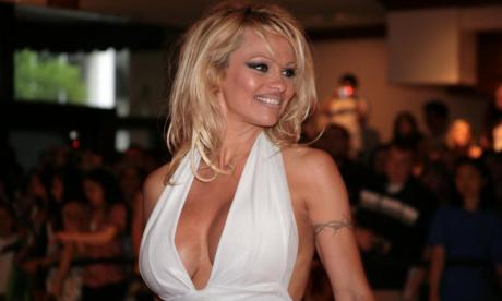 Pamela Anderson invites Emmanuel Macron to new French restaurant to discuss Julian Assange