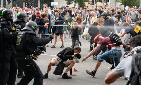 German interior minister Thomas de Maiziere compares violent G20 protesters to neo-Nazis and Islamist extremists