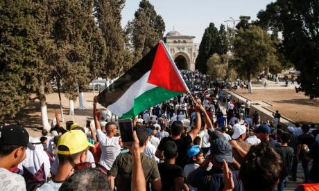 Police cordons in place around Al-Aqsa Mosque as those aged under 50 are banned