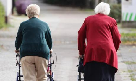 Thieves jailed after using children to trick elderly people