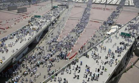 Eid: Muslims take part in final rite of the hajj - the stoning of the devil