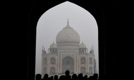 Swiss tourists suffer injuries after attack by gang near to the Taj Mahal