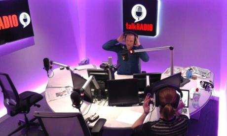 Caller fails to have an argument with Rufus Hound