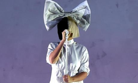 Sia leaks nude photos on Twitter after discovering someone trying to sell them