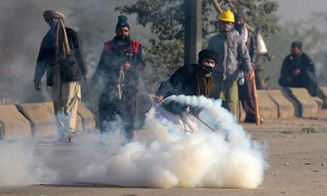 Minister resigns in Pakistan following deadly Islamist demonstrations