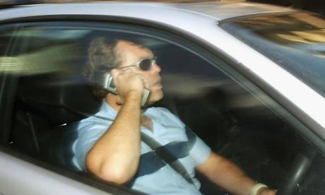 Drivers in France banned from using phone even when pulled over