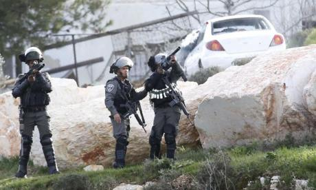 Palestinian 'shot dead after stabbing Israeli security guard in West Bank'