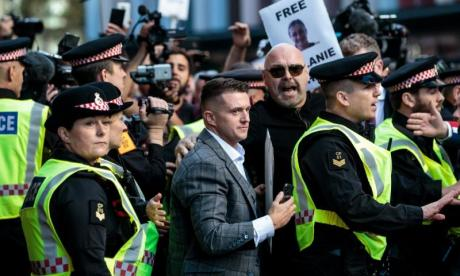Hundreds protest as Tommy Robinson arrives at court
