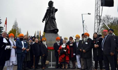Statue commemorating Indian soldiers vandalised