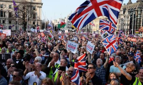 Thousands of pro-Brexit marchers protest outside parliament