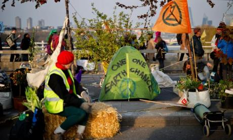 Extinction Rebellion: 113 arrests amid climate change protest