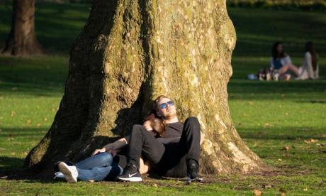 UK temperatures set to hit 23C for Easter weekend