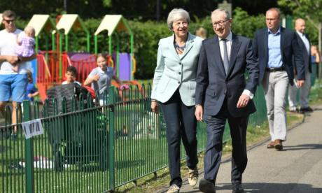 Cabinet ministers urge PM to ditch her Brexit Bill